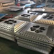 定制冲孔铝单板成型中