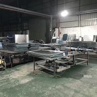铝单板生产车间晚上加班赶货