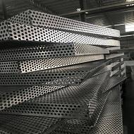定制圆孔铝单板成型中